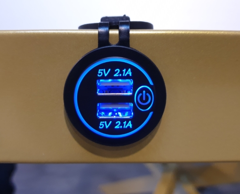 Prise USB intégrable sur les tables Aurehum